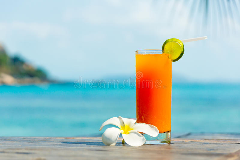 Cocktail tropical images stock