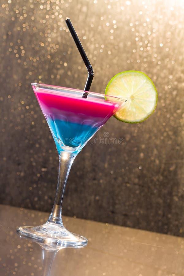 Cocktail tropical fresco foto de stock