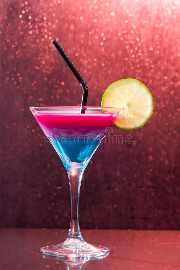 Cocktail tropical fresco foto de stock royalty free