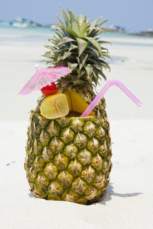 Cocktail tropicale dell'ananas fotografia stock libera da diritti