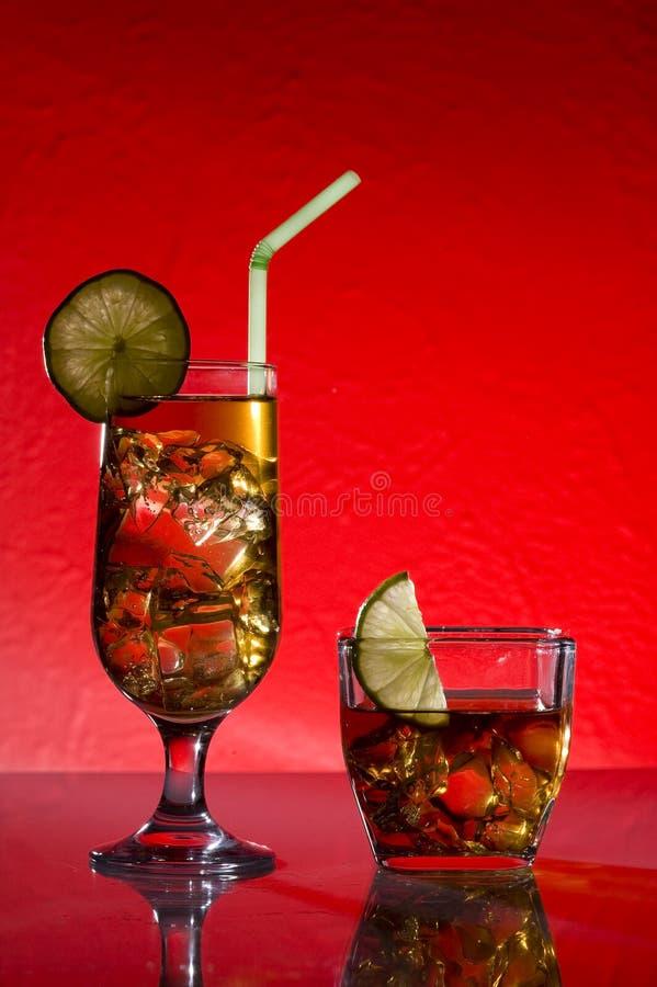 Cocktail und Kalk lizenzfreie stockfotos