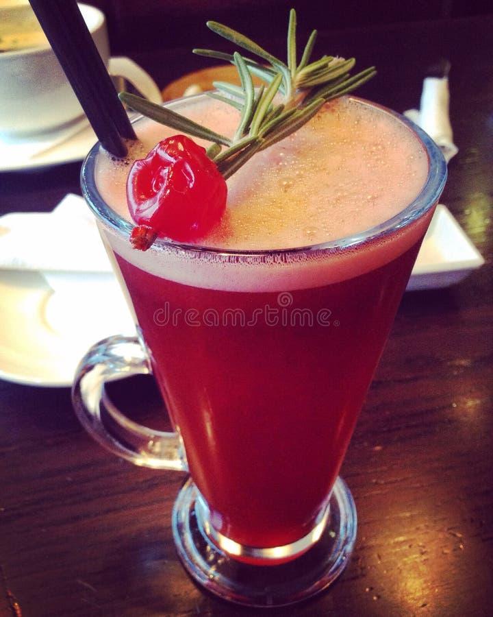 Cocktail vermelho imagens de stock