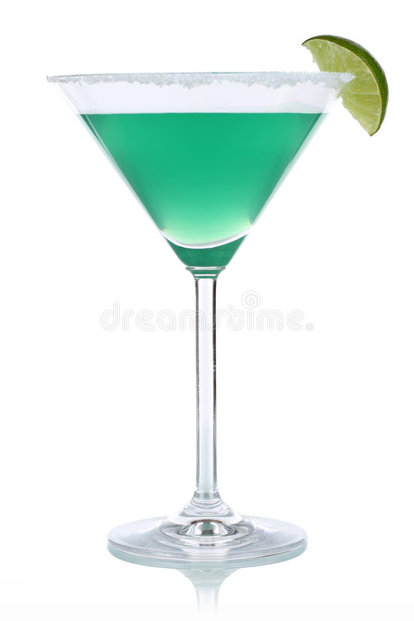 Cocktail vert en verre de Martini photos stock
