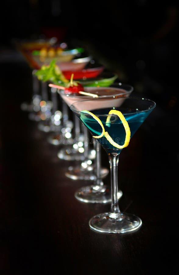 Cocktail in vetri del martini fotografie stock