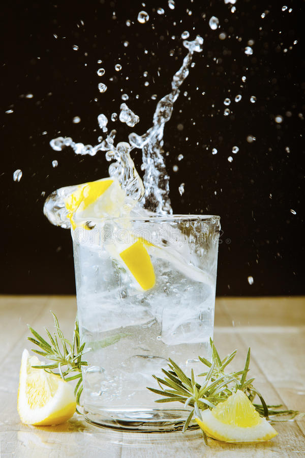 Free Cocktail With Gin And Tonic. Splashing Stock Images - 29182494