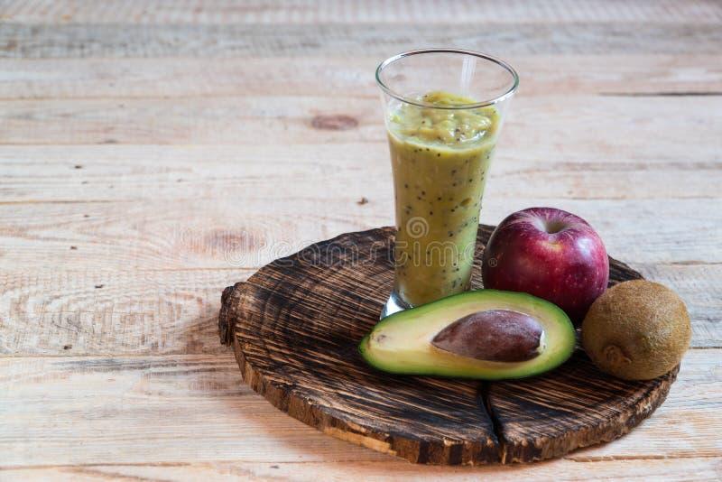 Cocktailfrucht Kiwi Apple-Avocadobananendiät stockfotografie