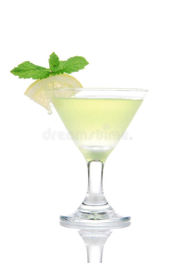 Cocktailgetränk des gelben Grüns Martini-Mojito stockfoto