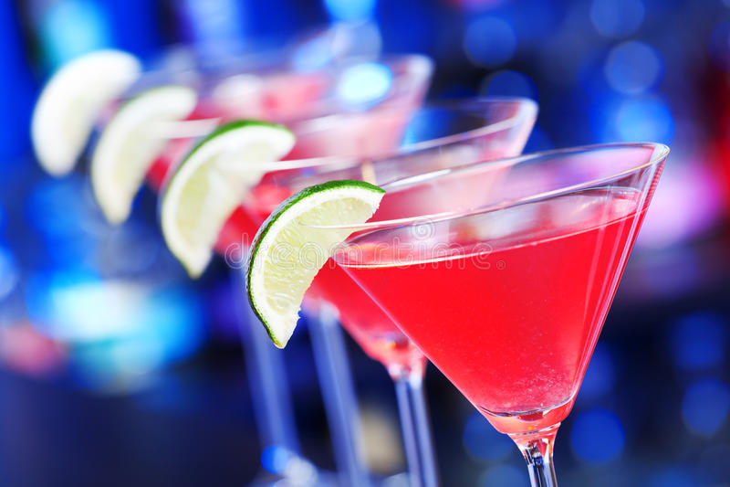 Cocktailinzameling - Kosmopolitisch op een bar royalty-vrije stock afbeeldingen