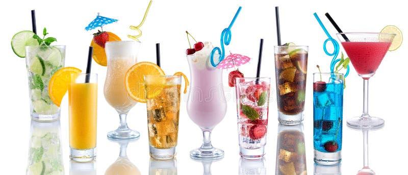 Cocktailmengeling, veel vele cocktails naast elkaar stock foto's