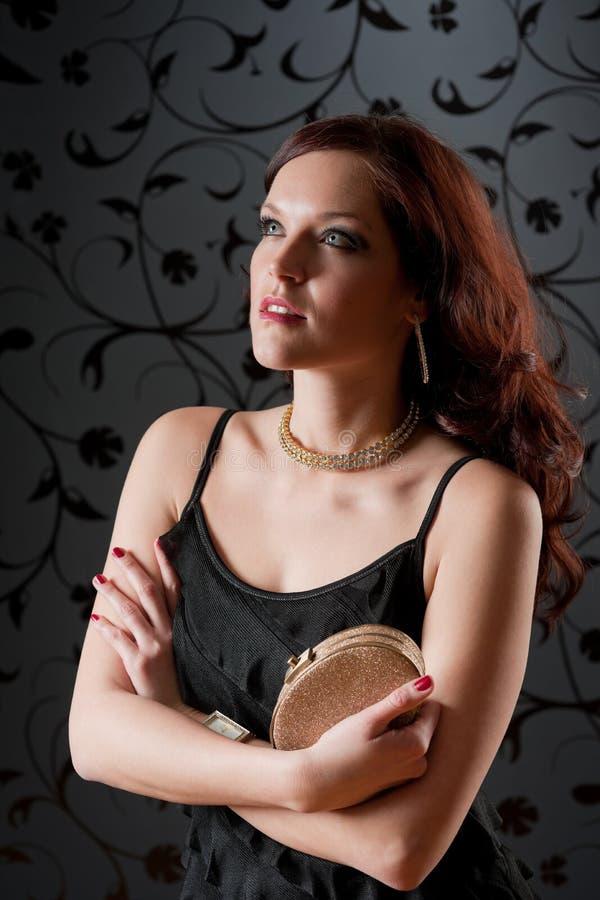 Cocktailparty-Frauen-Abendkleid-Einflusshandtasche stockbilder