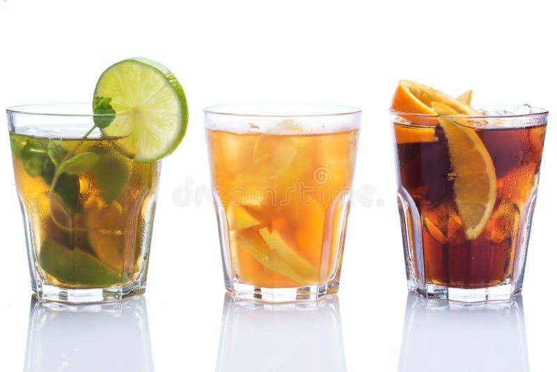 Cocktails avec différents agrumes photographie stock libre de droits
