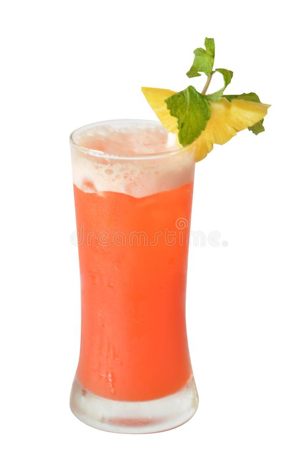 cocktails en alcohol op witte achtergrond stock fotografie