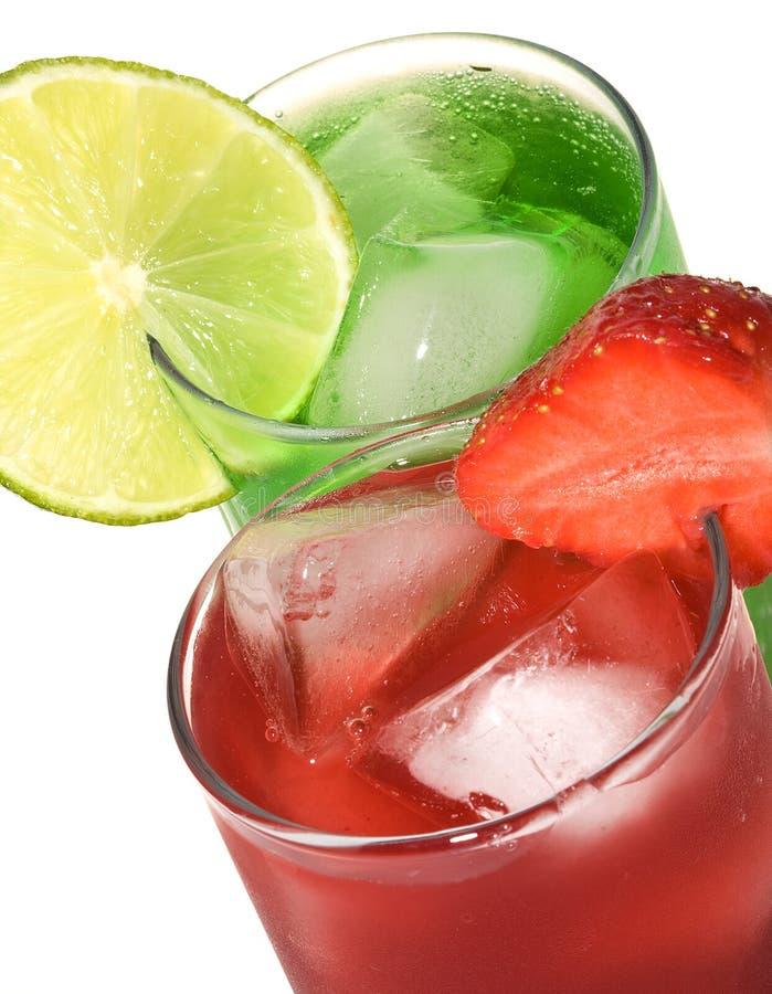 Cocktails mit Kalk und strawbbery lizenzfreie stockbilder