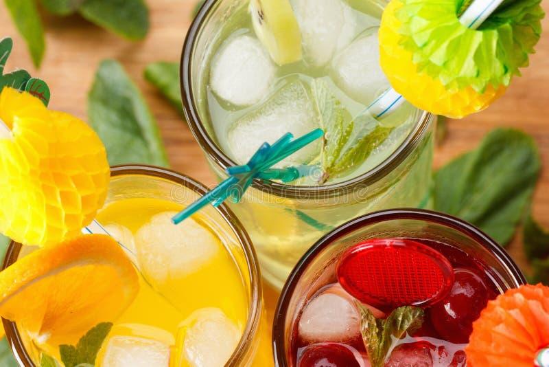 Cocktails régénérateurs d'été image libre de droits