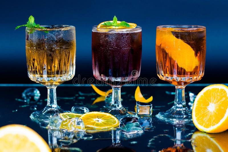 Cocktails: Spritz, Hugo, Fernet Branca stockfoto
