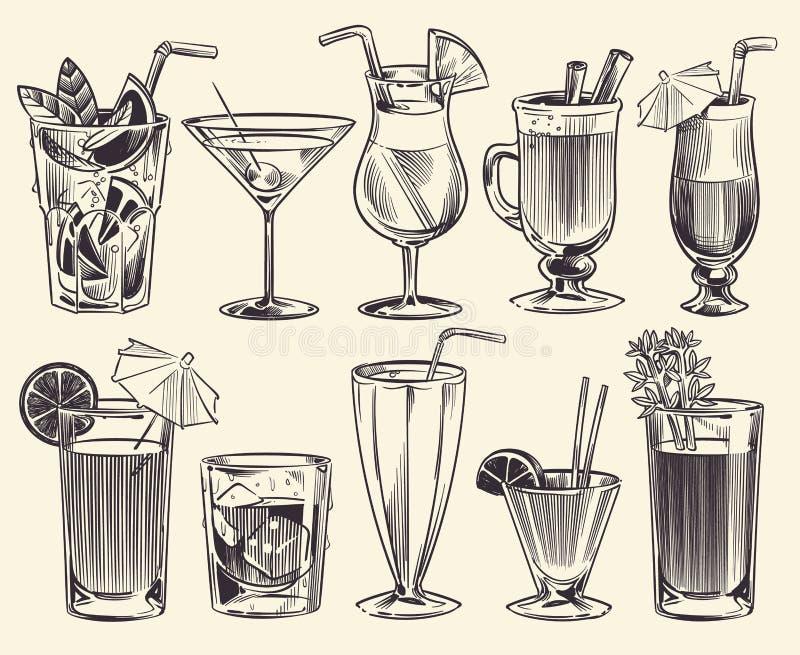 Cocktails tir?s par la main Cocktails de croquis et boissons d'alcool, différents verres de boissons froides Boissons alcoolisées illustration libre de droits