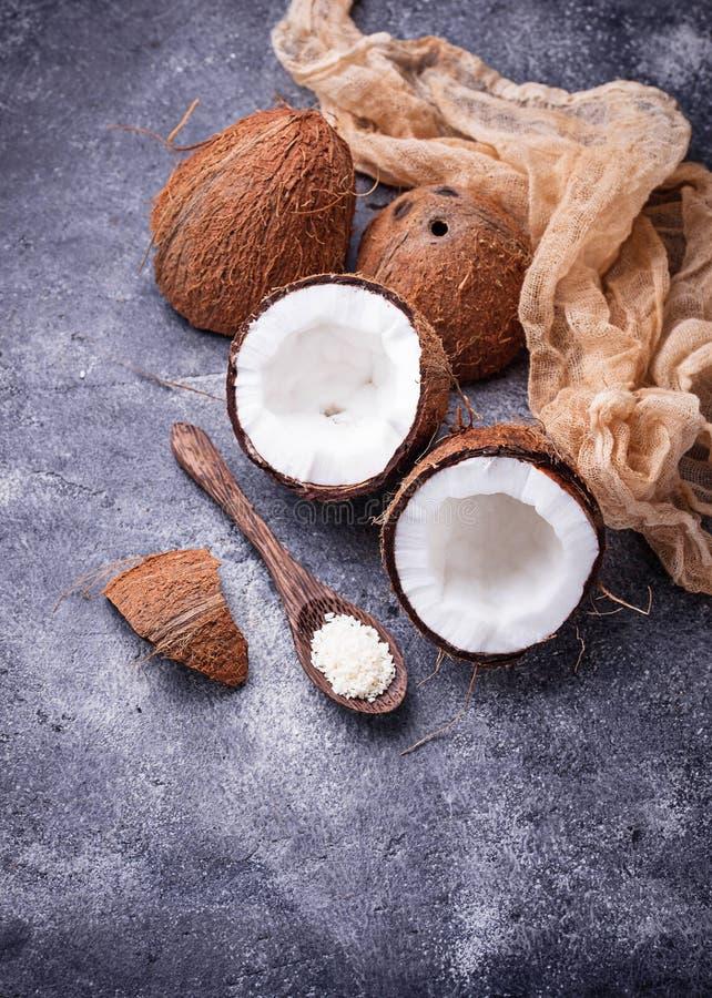 Coco desbastado fresco e rapagem fotografia de stock royalty free