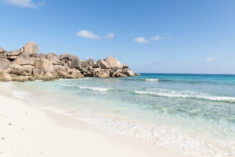 Download Coco plaża w Seychelles zdjęcie stock. Obraz złożonej z seascape - 28972252