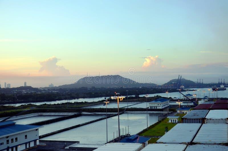 Cocoli-Verschlüsse gestalten, Panamakanal landschaftlich stockbild