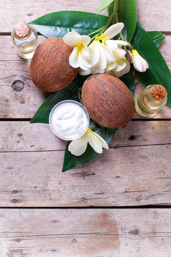 Cocos, óleo de coco e leite fotos de stock royalty free
