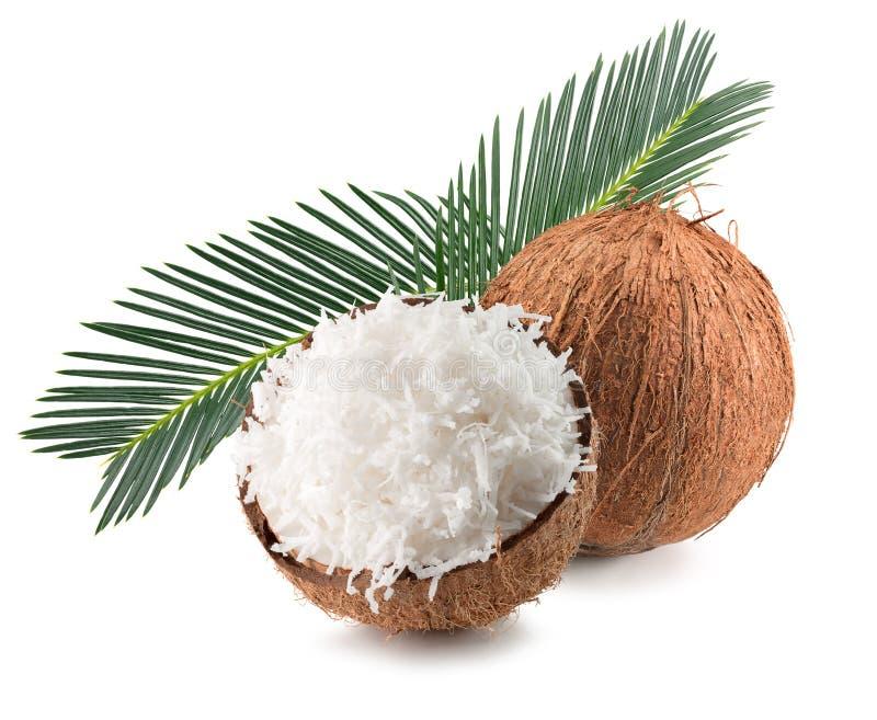 Cocos com flocos do coco e folhas de palmeira isoladas no fundo branco imagens de stock royalty free