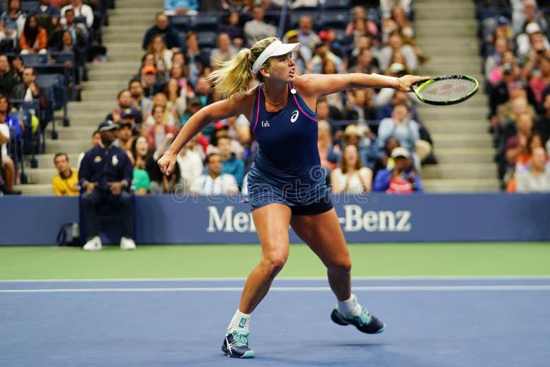 Cocos 2018 de champion des doubles des femmes d'US Open Vandeweghe des Etats-Unis dans l'action pendant son match final image stock