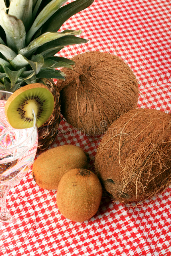 cocos kiwi kopalna ananasa woda zdjęcia royalty free