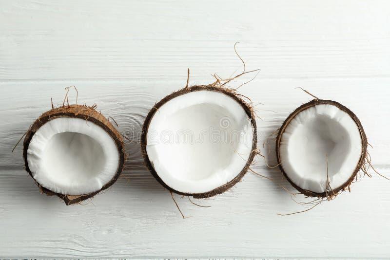 Cocos tropicales en el fondo blanco foto de archivo libre de regalías