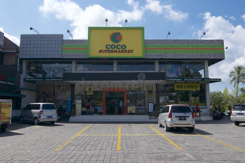 Cocosupermarketlager i Ubud, Bali royaltyfri bild