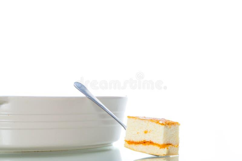 Cocotte en terre douce de fromage blanc avec le remplissage de potiron images libres de droits