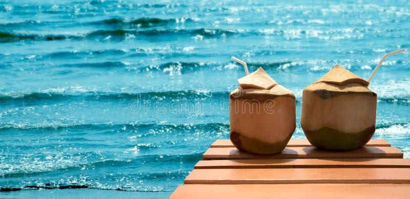 Coctail av kokosnötter på stranden royaltyfri foto