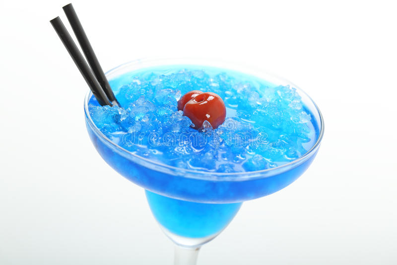 Coctail blåa curacao med is arkivbild
