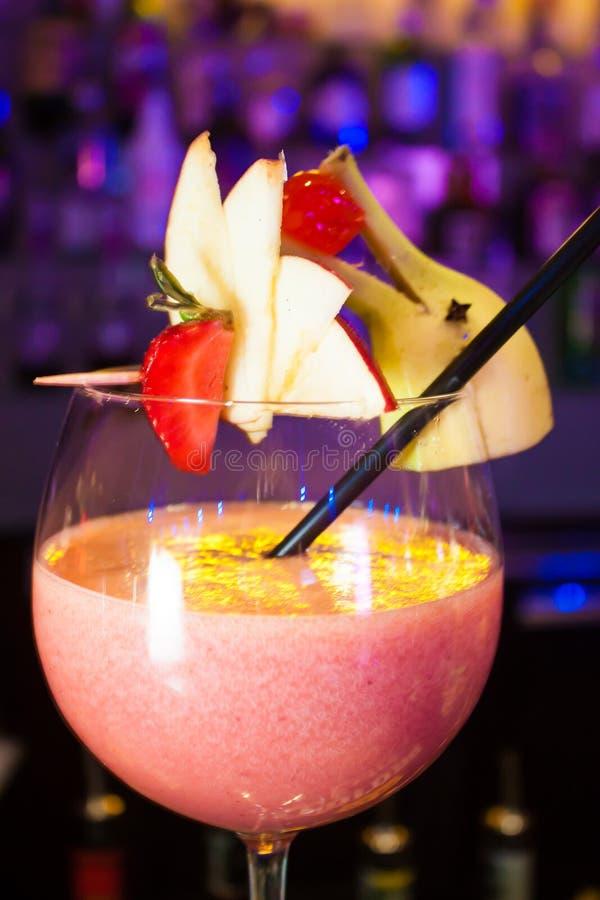 Coctail dekorerade av frukter fotografering för bildbyråer
