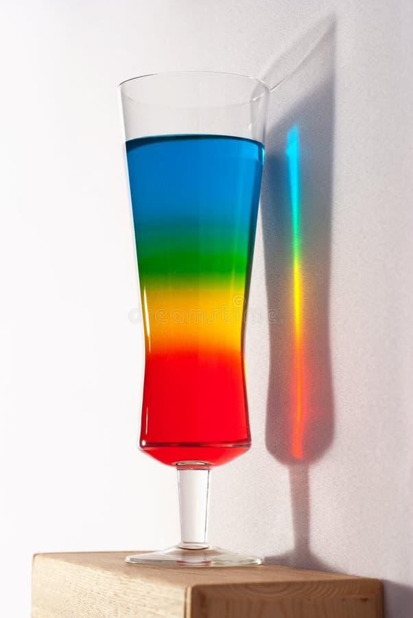 Coctail do arco-íris com reflexão foto de stock