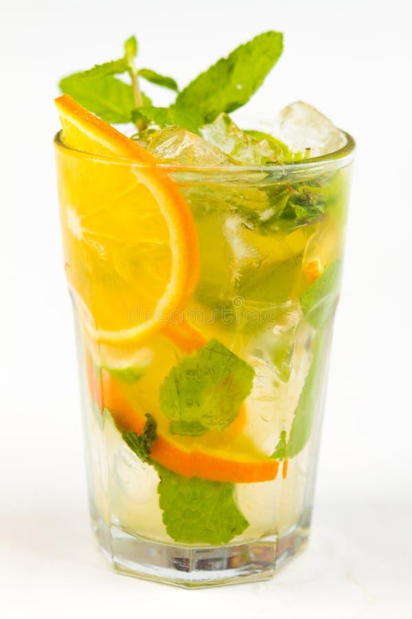 Coctail med limefrukt royaltyfri bild