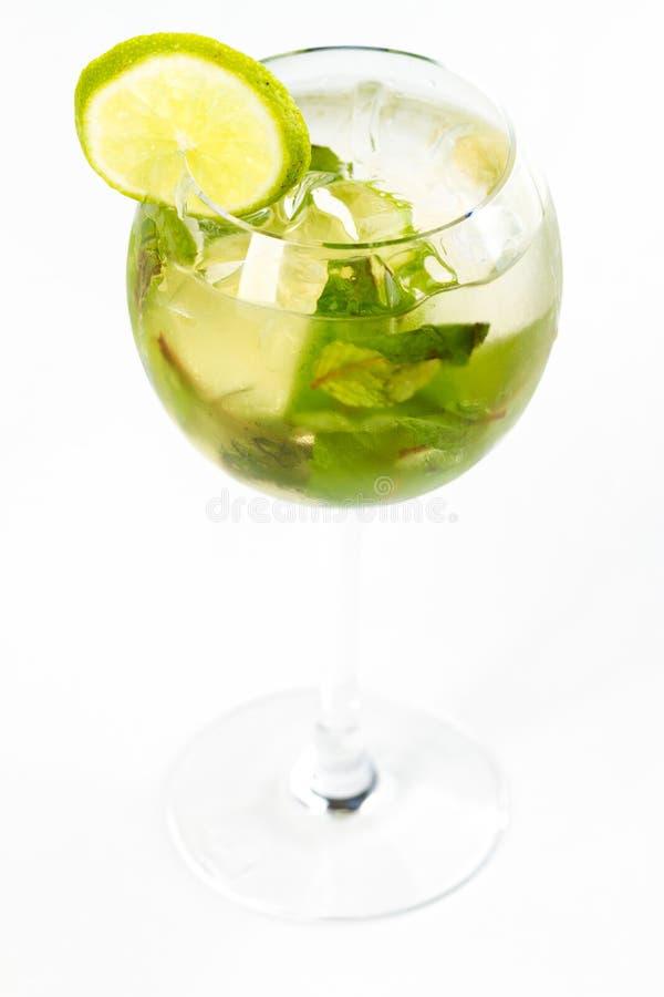 Coctail med limefrukt royaltyfria bilder