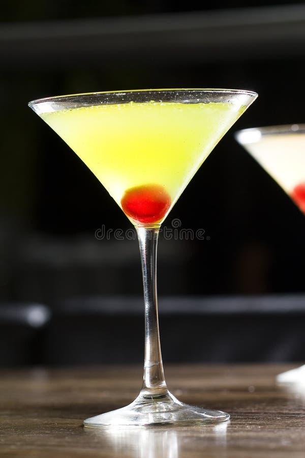 coctailexponeringsglasmatini royaltyfri fotografi