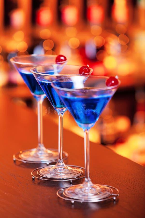 Coctailsamling - blåa Martini arkivbild