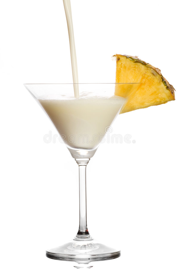 Coctel con leche, licor del coco y la piña imágenes de archivo libres de regalías