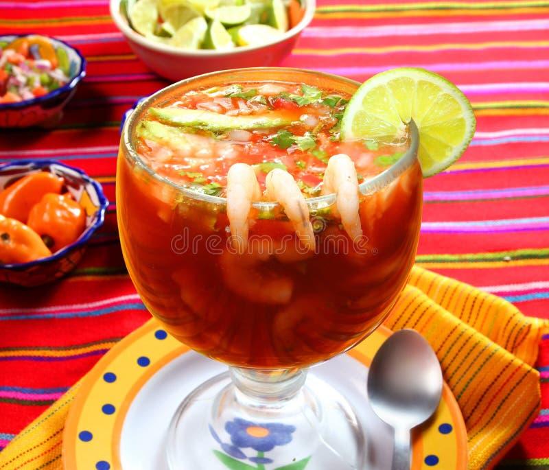 Coctel del estilo del mexicano de los mariscos de los camarones foto de archivo libre de regalías