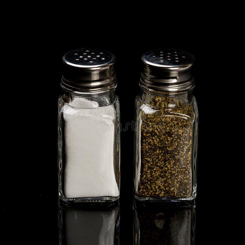 Coctelera de sal y de pimienta fotos de archivo