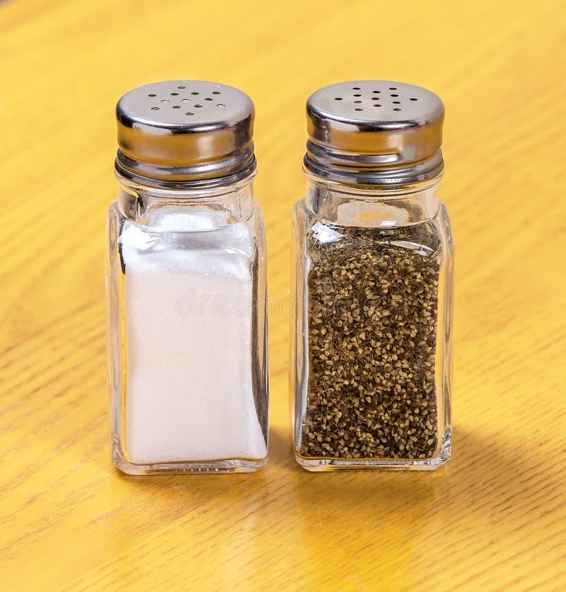 Coctelera de sal y de pimienta fotografía de archivo libre de regalías