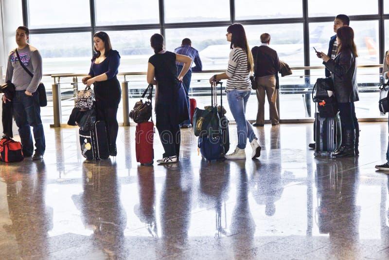 Coda nel salotto di partenza dell'aeroporto Brajas di Madrid immagini stock libere da diritti