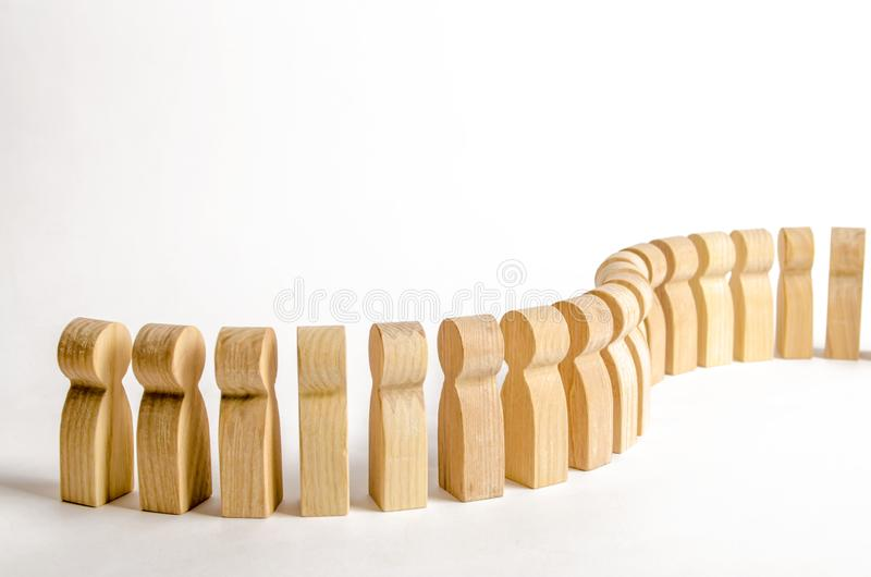 Coda in tensione della gente Figure di legno della gente Concetti ed aspirazioni, disciplina e gestione La campagna pubblicitaria fotografia stock