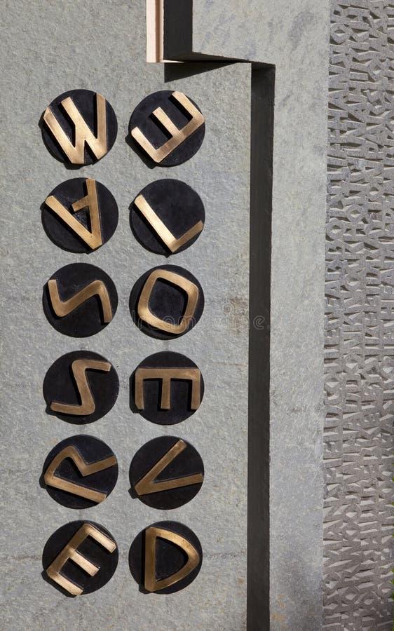Code-Rupture du mémorial au stationnement de Bletchley images stock