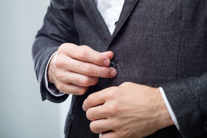 Code vestimentaire élégant de bureau de veste de costume d'homme d'affaires photographie stock