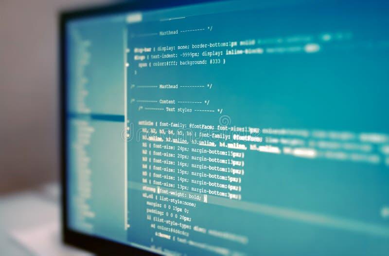 Codes de site Web sur le moniteur d'ordinateur images libres de droits