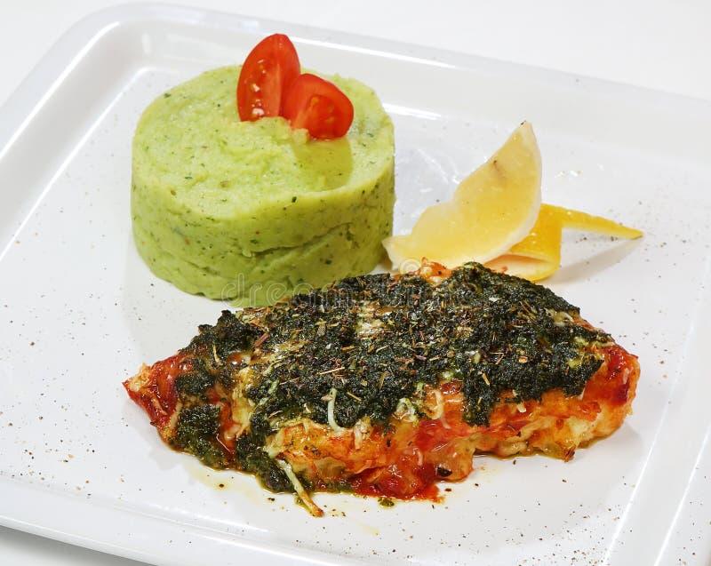 Codfish stylu tradycyjny naczynie Veneto region z Pesto kumberlandem i Prima kumberlandem, Serowa mieszanka, puree ziemniaczane z obraz stock