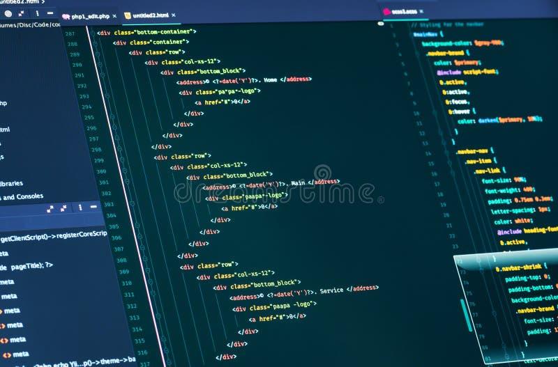 Codice dello script del computer Linee di HTML e di codice di css, primo piano Web design e sviluppo Web immagine stock libera da diritti