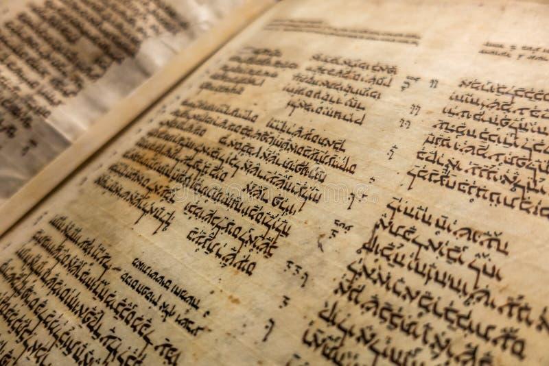 Codice di Aleppo - manoscritto rilegato medievale della bibbia ebraica fotografia stock